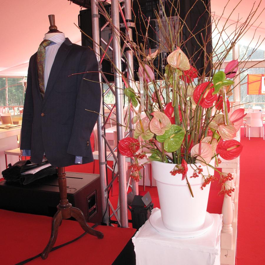 Bloemen en events   Golfevent - rood-wit arrangement