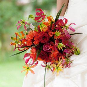 Rood en oranje bruidsboeket