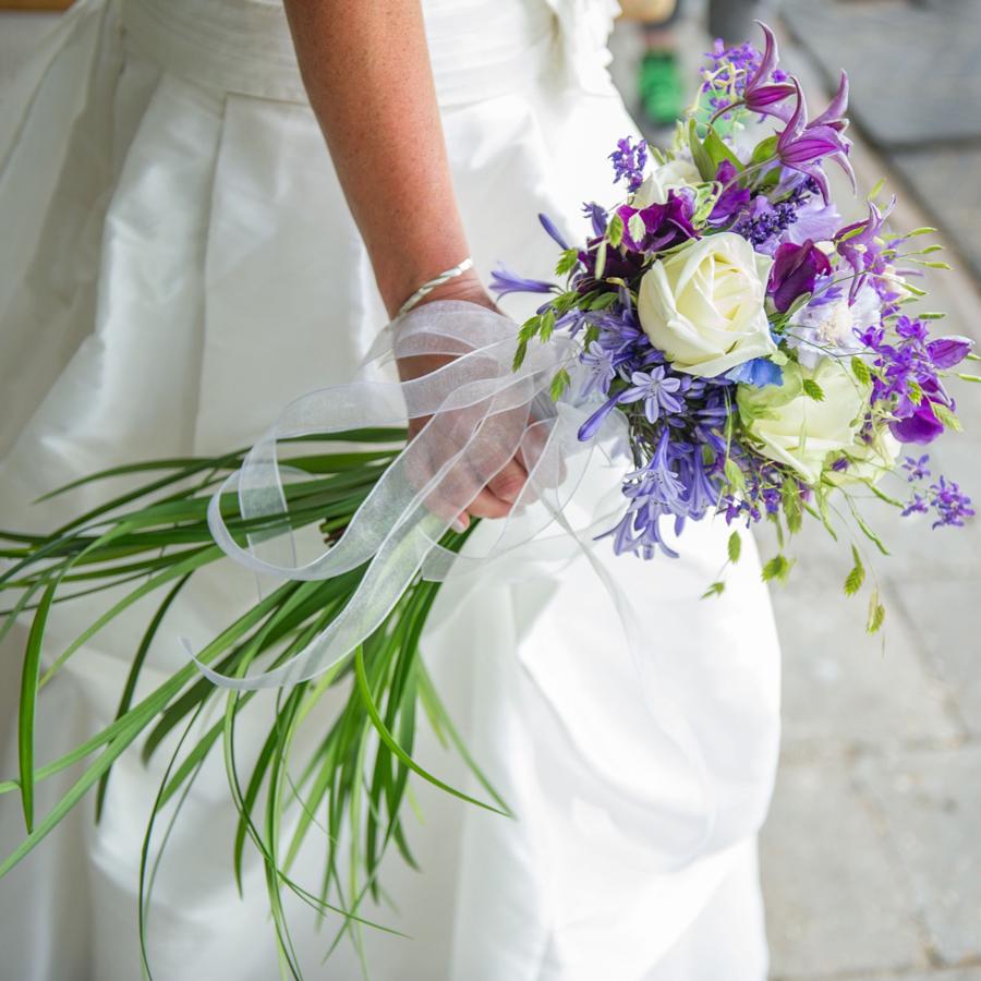Prachtig paars met wit bruidsboeket