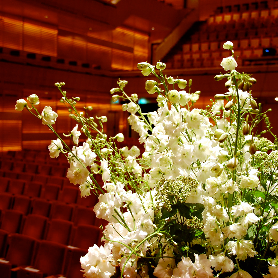 Bloemen en events   Podiumdecoratie Muziektheater
