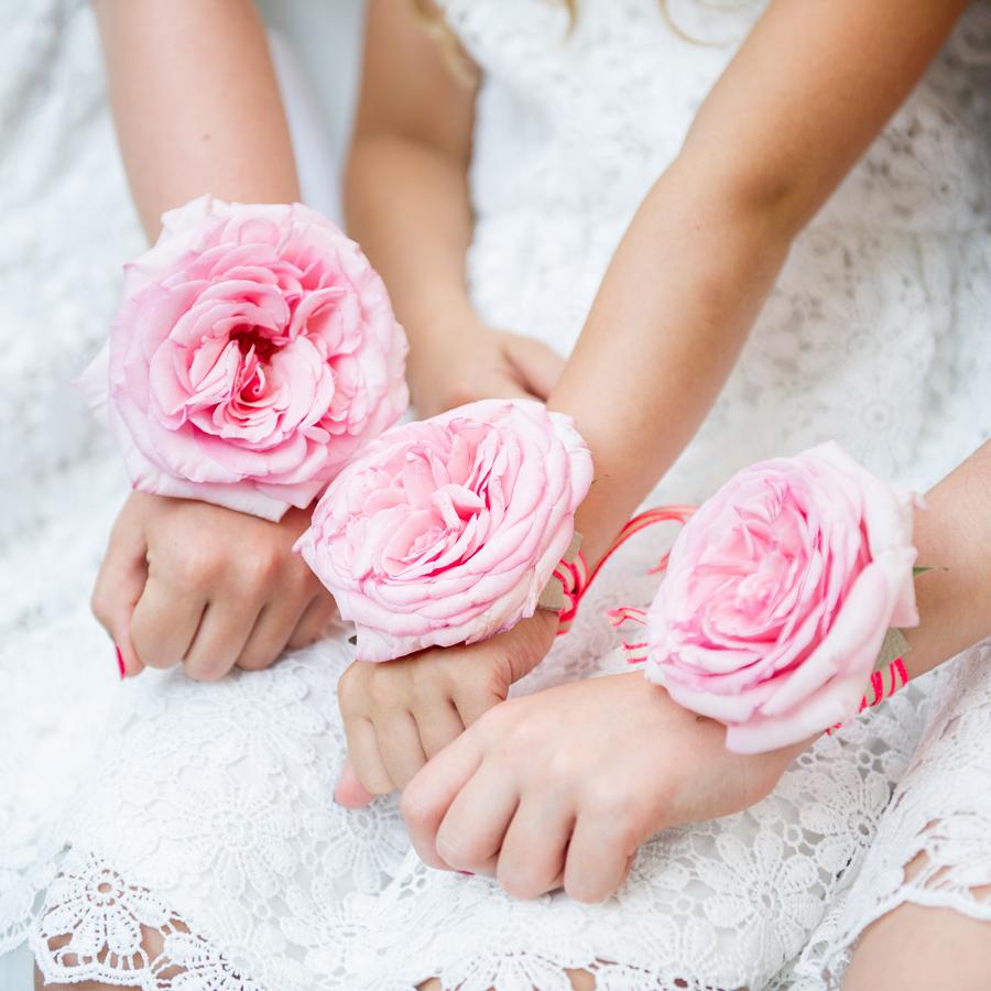 Polscorsage bruidsmeisjes met rose roos