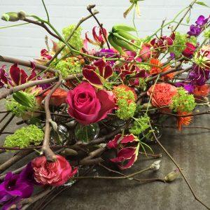 Bloemen bij een afscheid | Rouwarrangement op basis van magnoliatakken