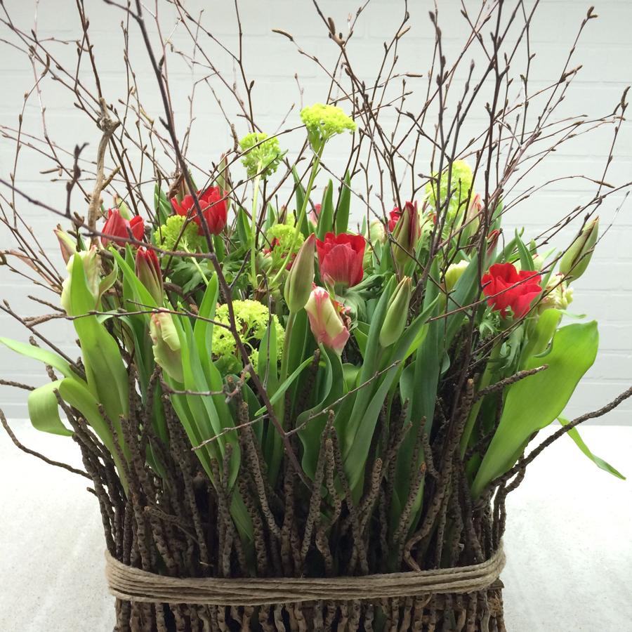 Arrangement van tulpen en hyacinten